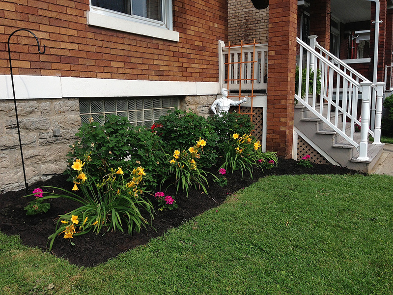 Tidy Up Your Flower Beds This Spring with Mulch - Emil Yedowitz ...